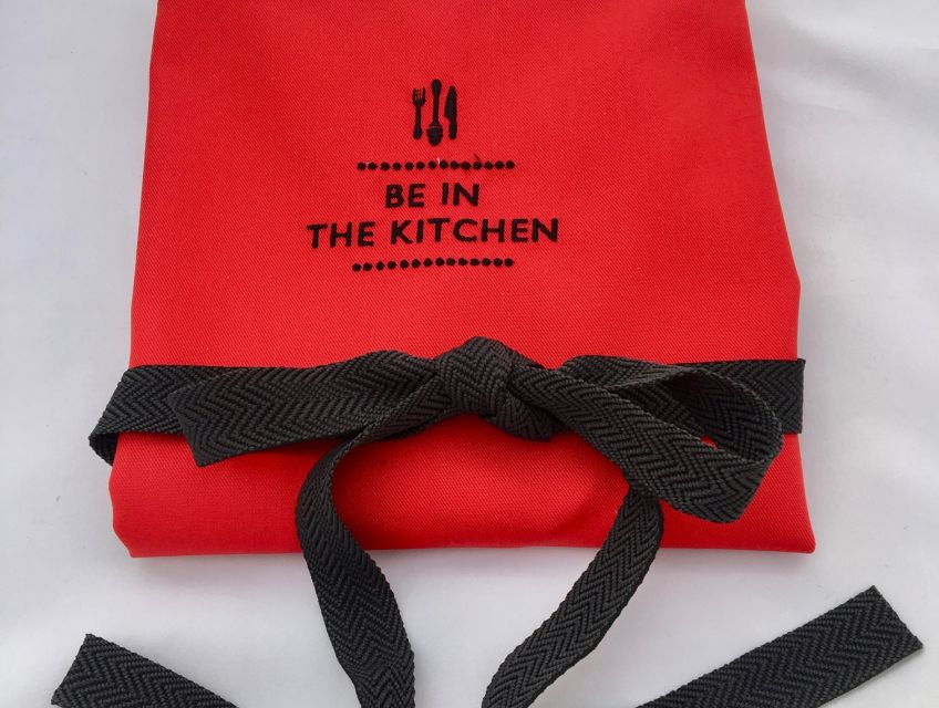 Be in the Kitchen Logo Red kitchen apron that washes wonderfully, hardly needs an iron and keeps its colour for many many years.